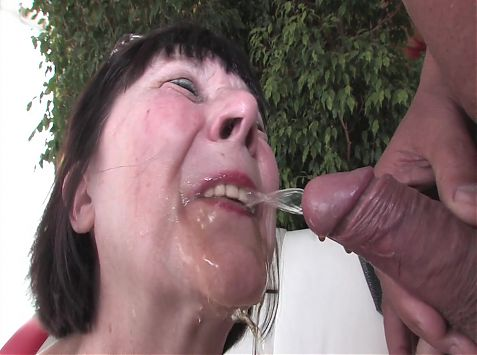 Granny loves golden shower