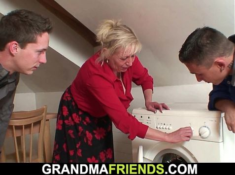 Old blonde grandma please two repairmen